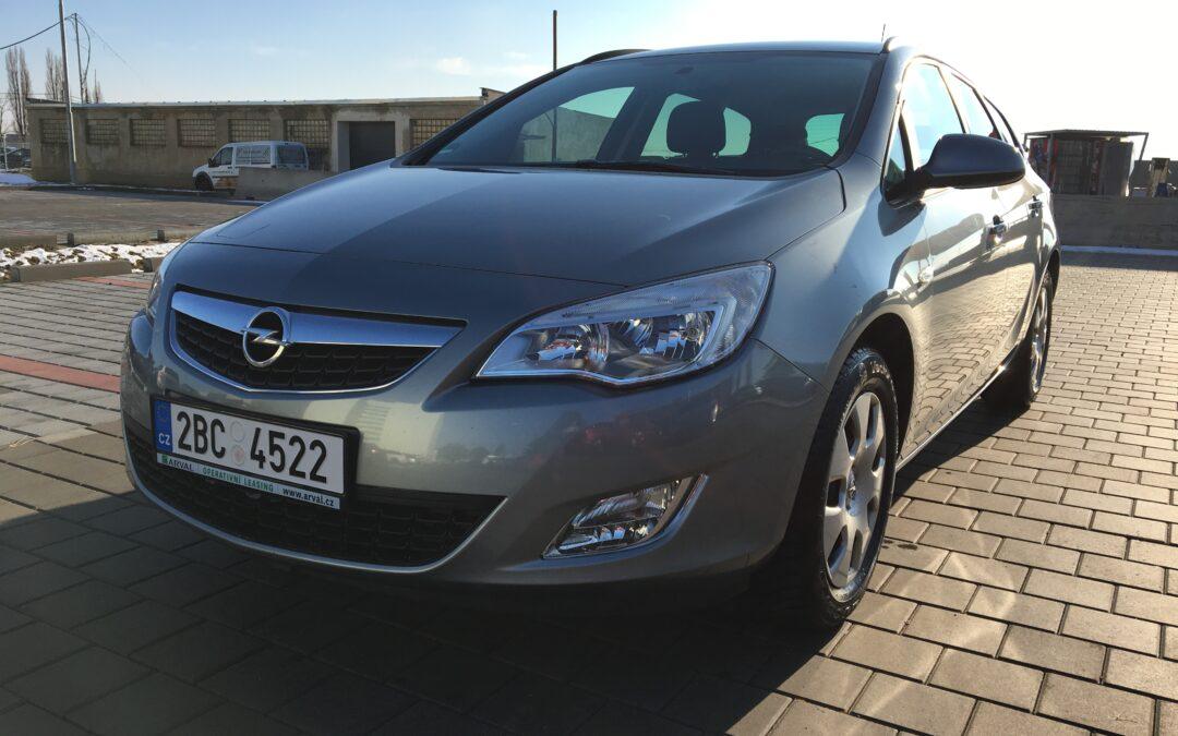 Opel Astra Kombi 1.4 74kW MT5 2011